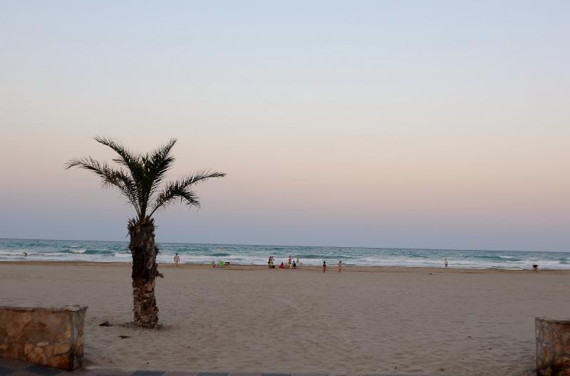 Playa puerto de sagunto sagunto valencia playas de la comunidad valenciana - Tanatorio puerto de sagunto ...