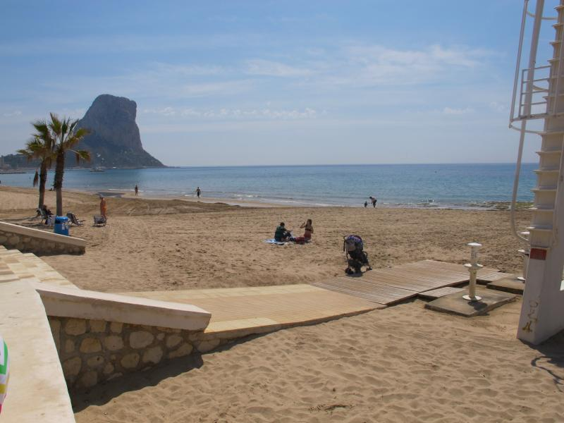 Playa arenal bol calpe alicante playas de la for Hoteles en calpe playa